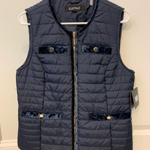 NWT Ellen Tracy navy zip vest in size medium.